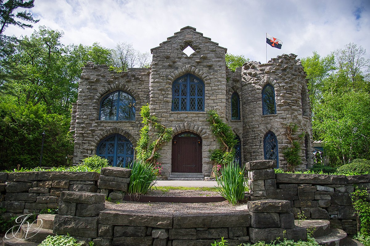 Real life haunted houses stone homes that will spook you for Cobblestone house