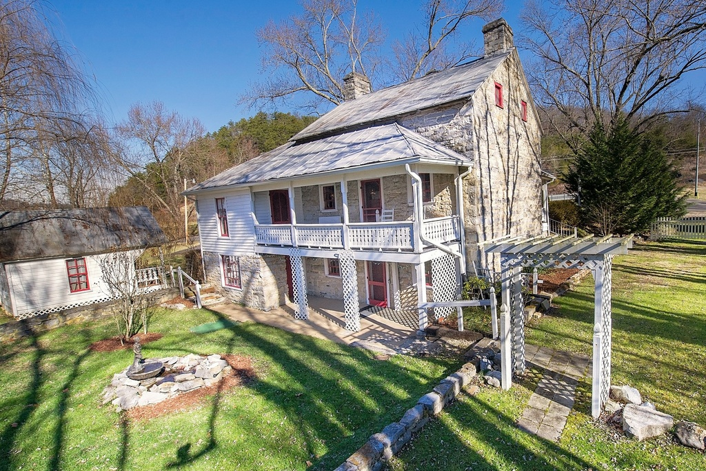 a story of old stone homes in tennessee