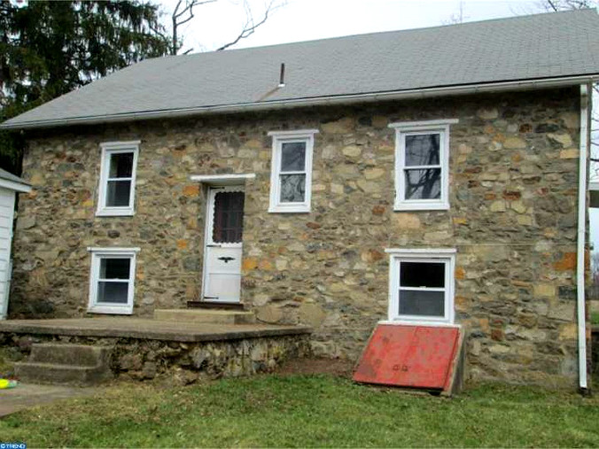 Sweetheart Stone Cottages in Pennsylvania | Old Stone Houses